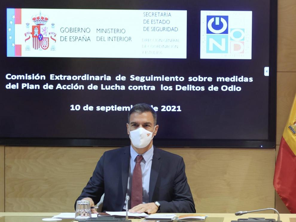Pedro Sánchez durante la Comisión de seguimiento del Plan de Acción contra los Delitos de Odio