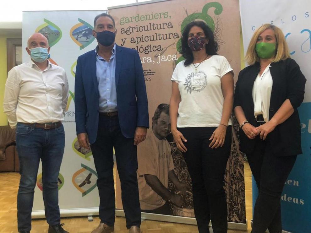 Félix Arrizabalaga, Domingo Poveda, Mari Cruz Deogracias y Olvido Moratinos, en la presentación.