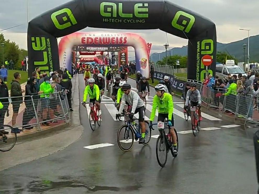 Un total de 4.800 cicloturistas estaban inscritos para participar en la carrera.