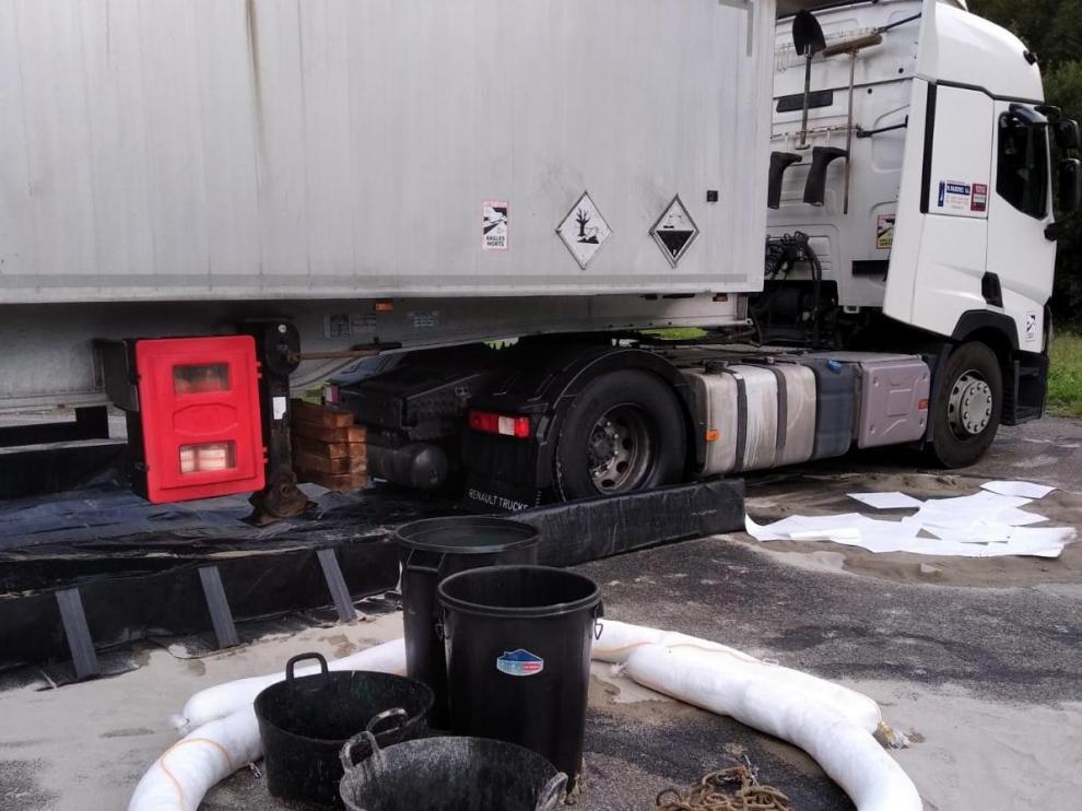 Imagen del camión que sufrió la fuga en la tarde de este miércoles