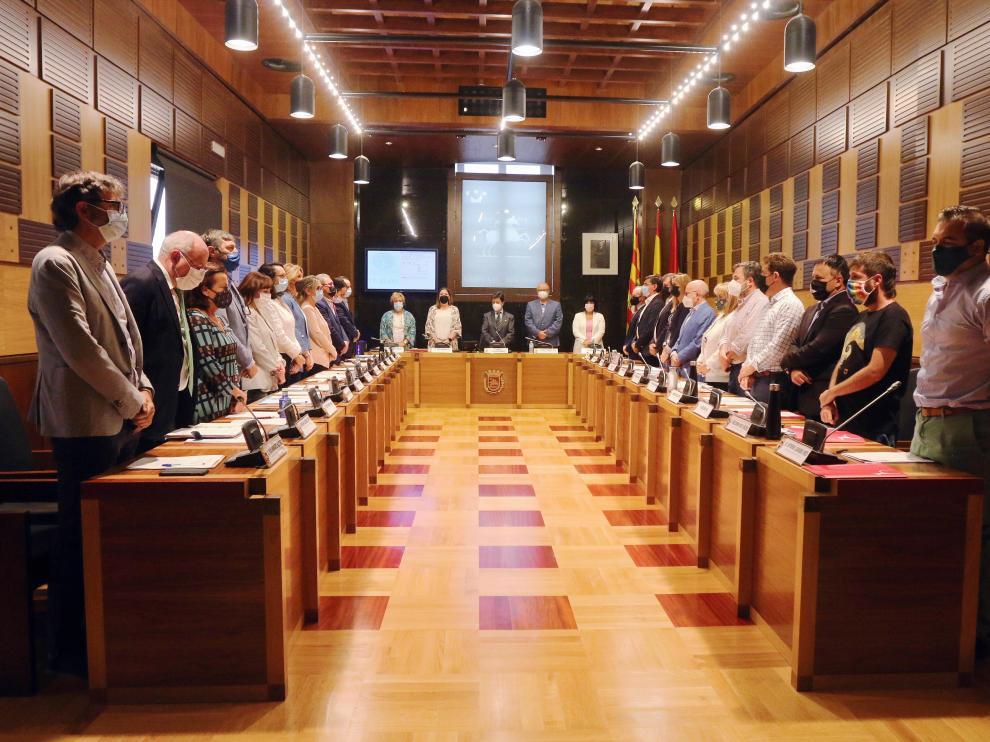 El Ayuntamiento oscense ha vuelto, tras año y medio, a celebrar plenos en la institución municipal.