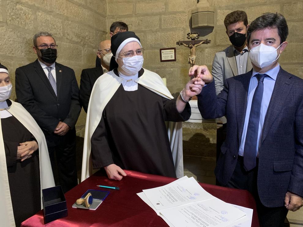 Luis Felipe entrega un céntimo por el uso público de la plazuela de la entrada del Convento de Las Miguelas