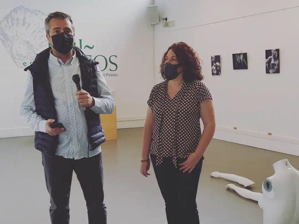 Julián del Castillo y Eva Antón en la inauguración de la exposición.