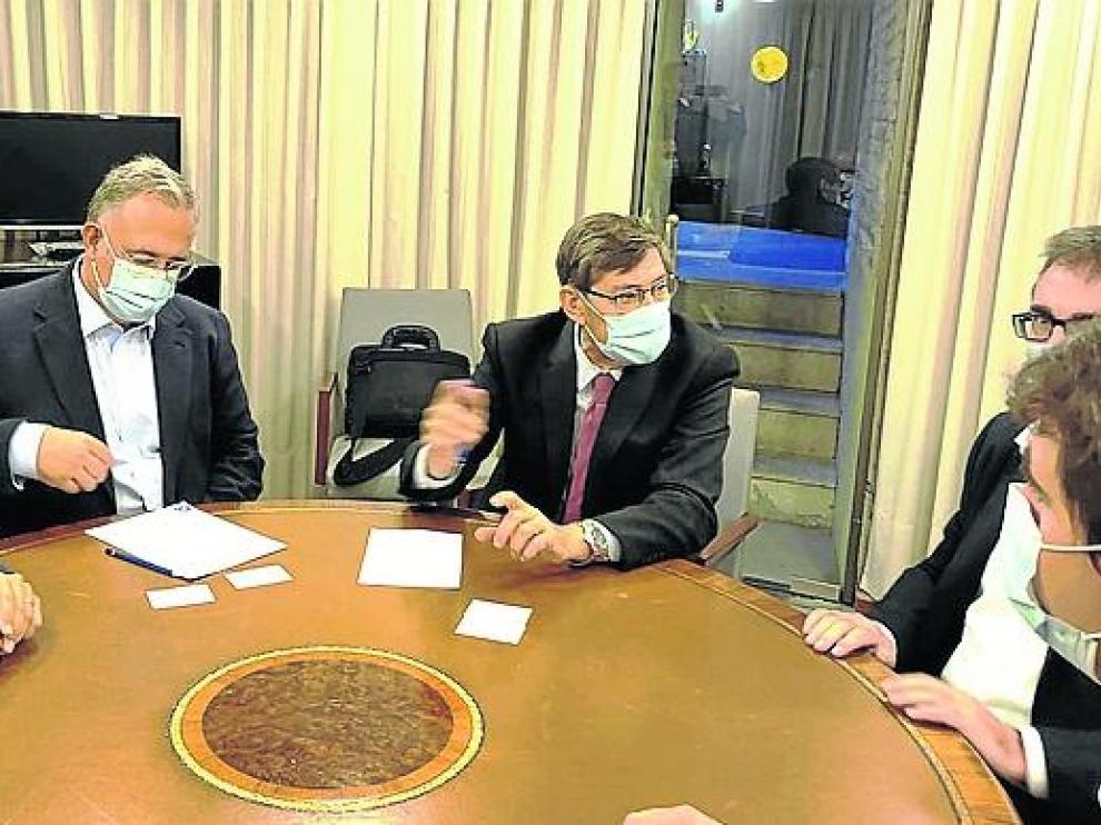 Aliaga y Guerrero, del PAR, se reunieron ayer con los responsables del grupo Veos Ibérica.