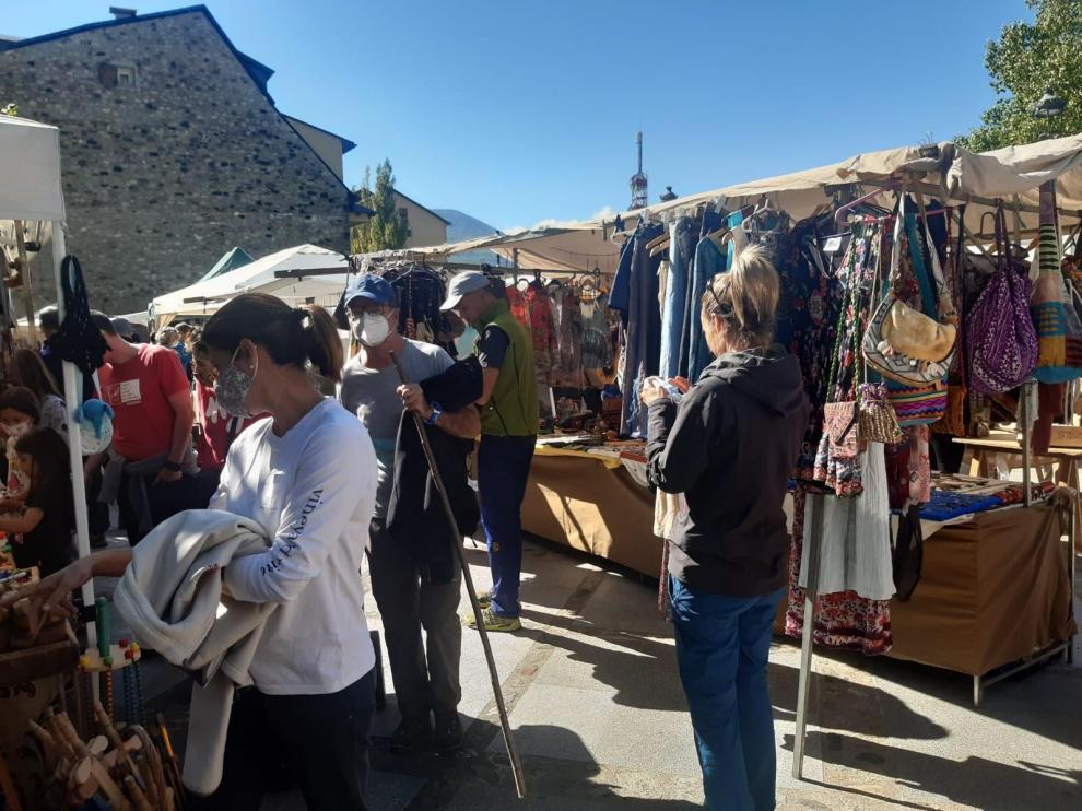 Los puestos de artesanía, bisutería, decoración, mimbre y gastronomía, protagonistas en el Mercado.