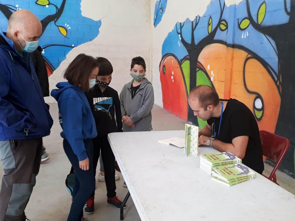 Sergio Vera ofreció un club de lectura basado en su libro 'Quién pilló al bobo feroz'.