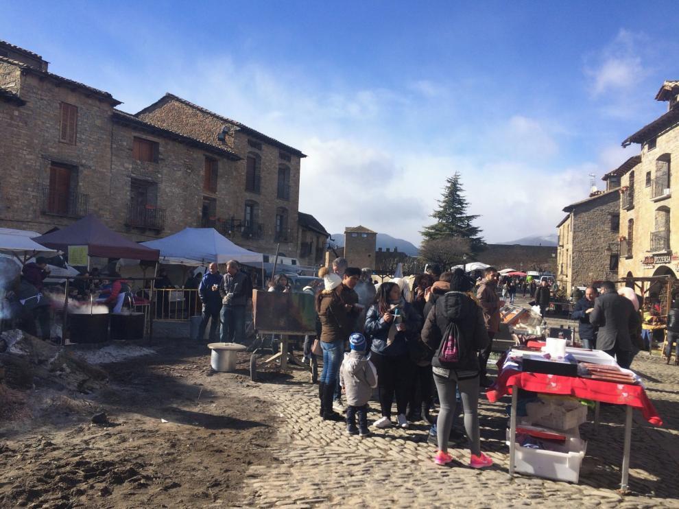 Aínsa reúne a más de 120 expositores en la Ferieta