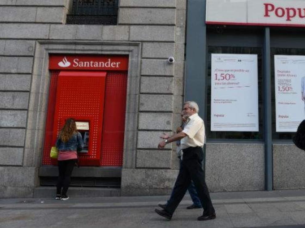 Dos sentencias condenan al Santander a devolver 40.000 euros a dos clientes