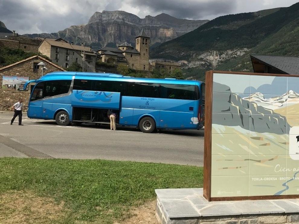 El servicio de autobús a Ordesa desde Torla se inicia con buena acogida