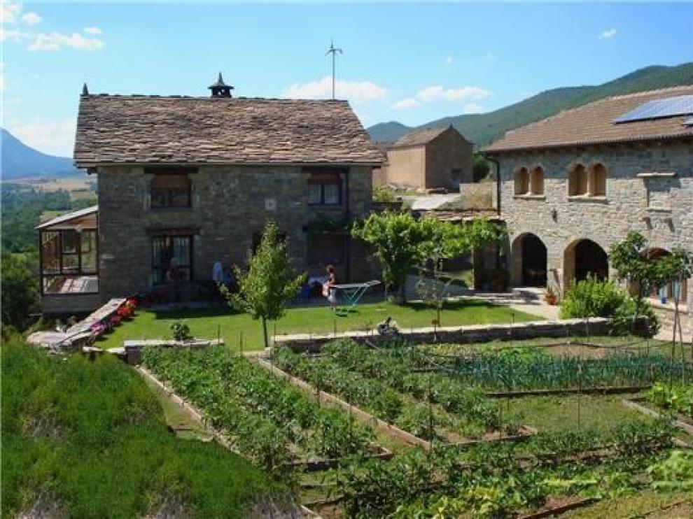 Menos viajeros en hoteles del Pirineo pero más en las casas rurales