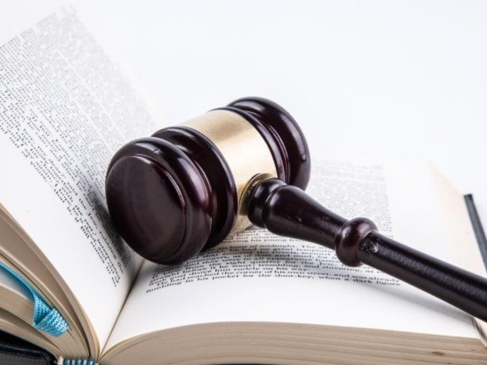 Piden once años de cárcel a un vecino de Monzón que pateó a su mujer en la cara