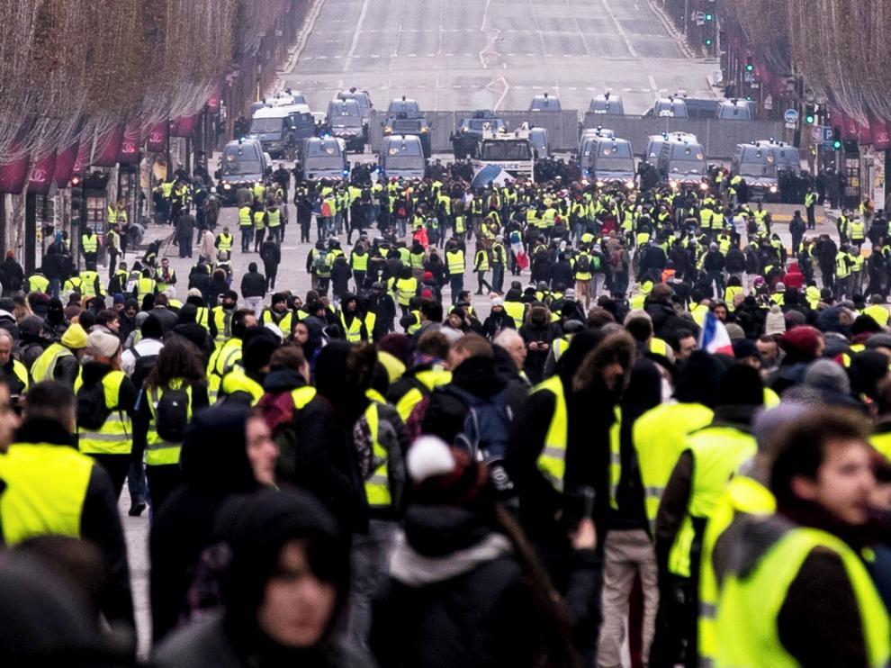 """Los """"chalecos amarillos"""" se vuelcan en denunciar la violencia policial"""