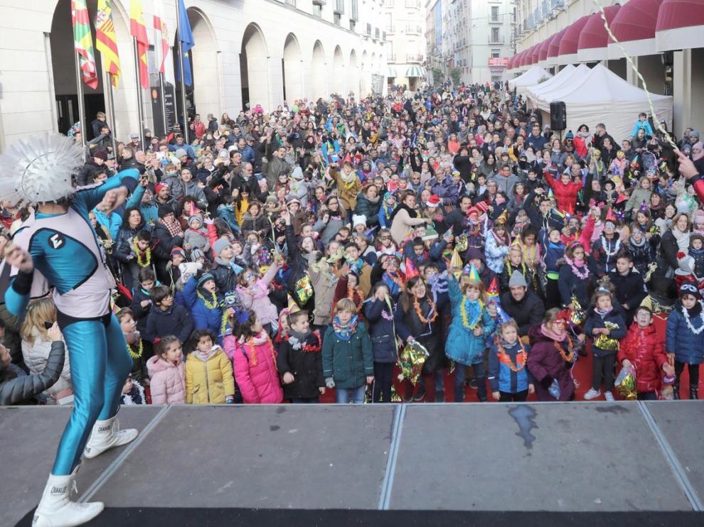 Cientos de niños oscenses adelantan las campanadas por la inclusión