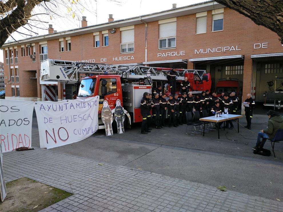 Los bomberos de Huesca dejan de hacer horas extra para poder cubrir más emergencias