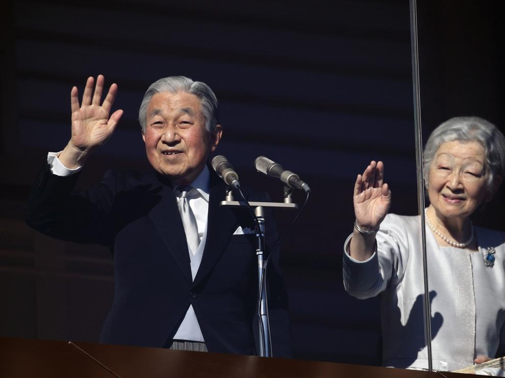 El emperador Akihito desea un buen año nuevo a los japoneses