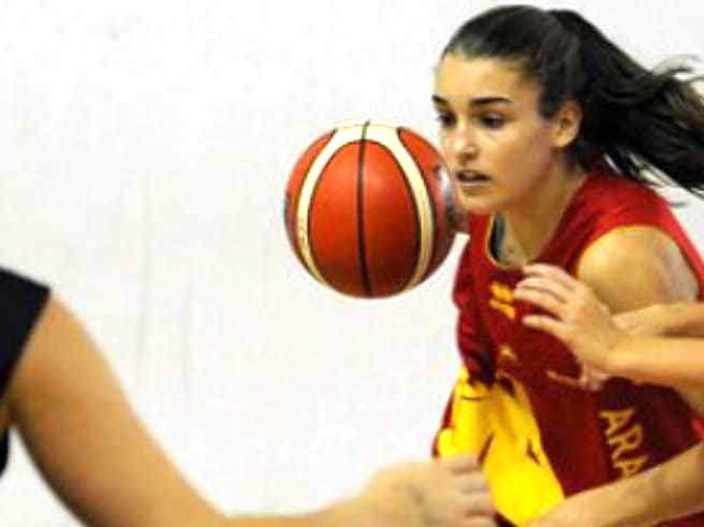 Marina Mata, en la selección infantil de Aragón que disputará el Nacional de Baloncesto