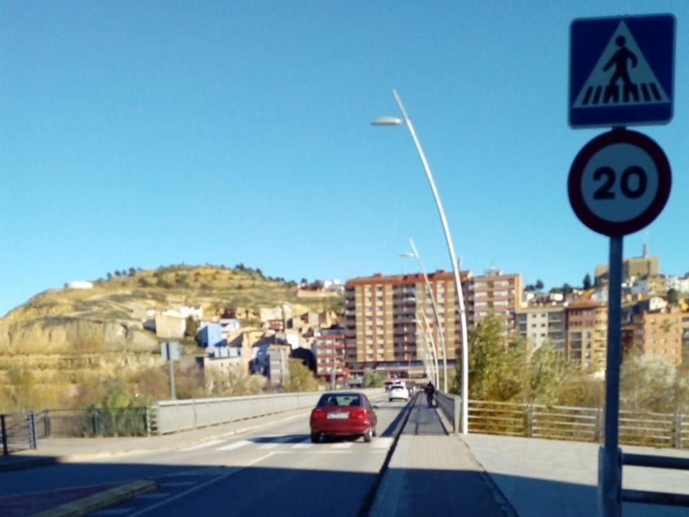 El Ayuntamiento de Fraga limita la velocidad en el puente pequeño a 20 kilómetros hora