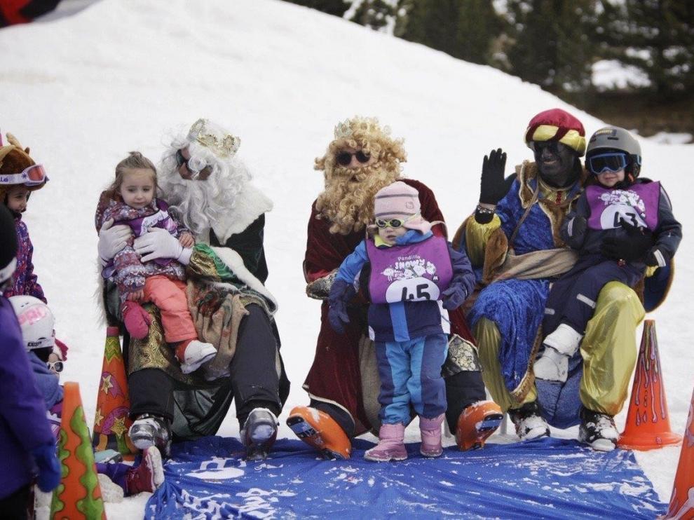 Sus Majestades de Oriente disfrutan de la nieve en una jornada mágica en Cerler y Formigal-Panticosa