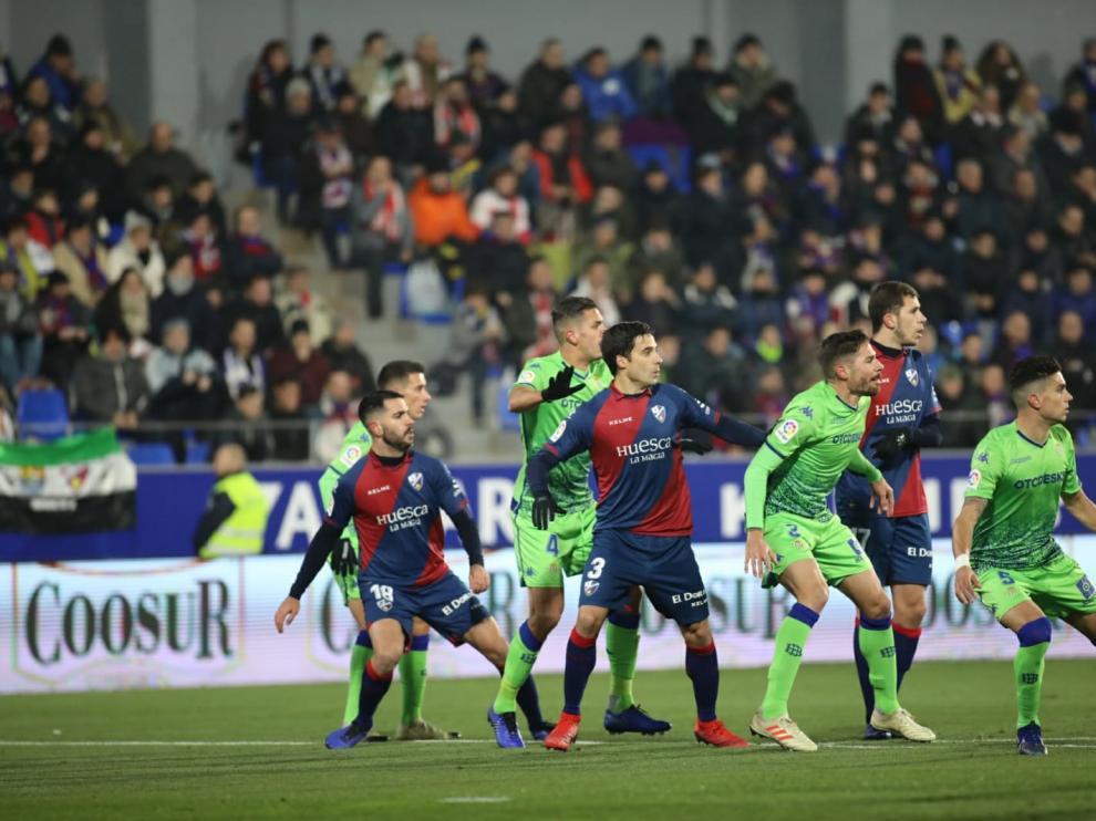 El Huesca se regala una victoria por Reyes: Huesca, 2 - Betis, 1