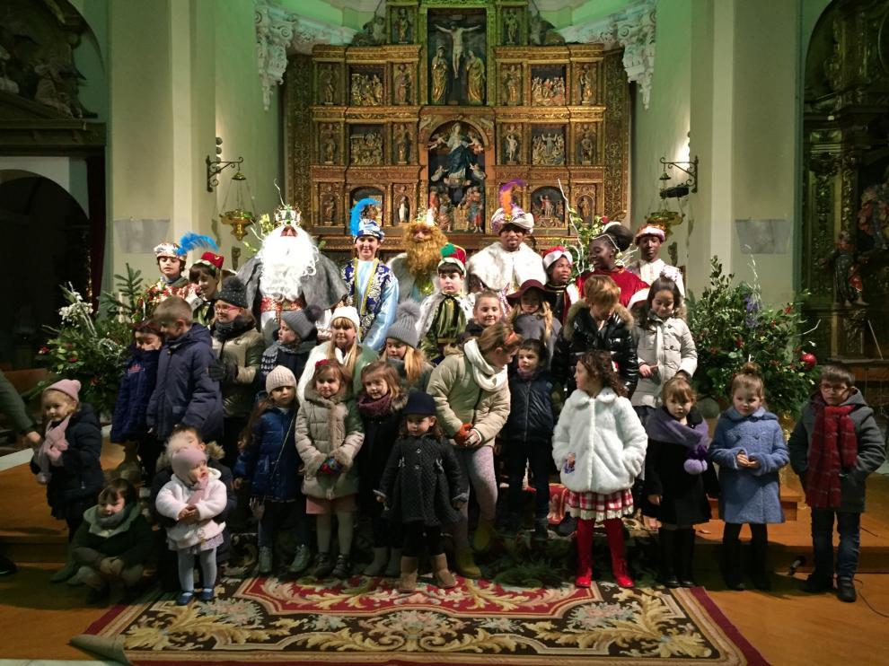 Los Reyes dan un mensaje de esperanza y futuro en Almudévar