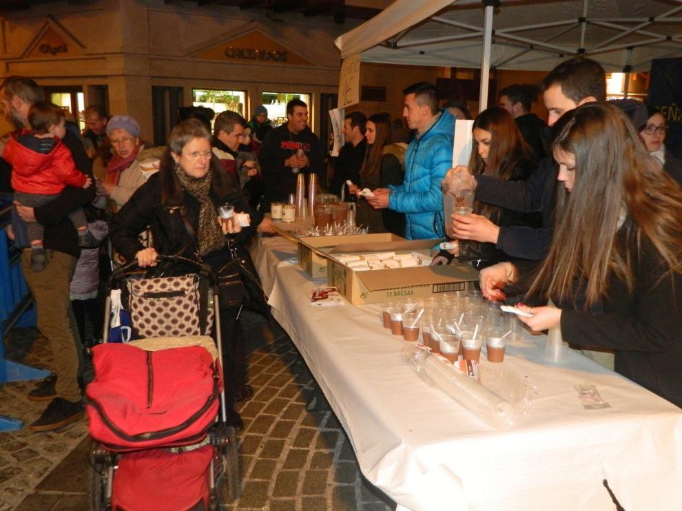 Éxito de la peña Enta Debán de Jaca en su chocolatada para Aspanoa