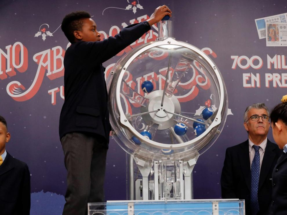 El número 37.142, primer premio del sorteo de la lotería del Niño