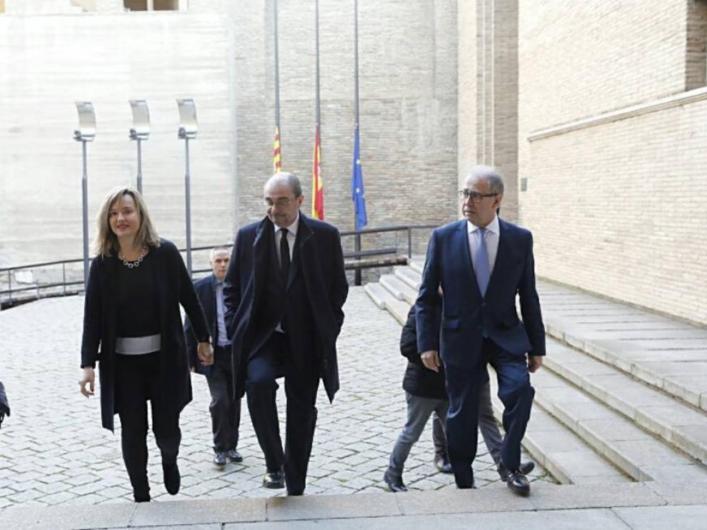 Aragón despide con respeto a Antonio Torres en la capilla ardiente instalada en las Cortes