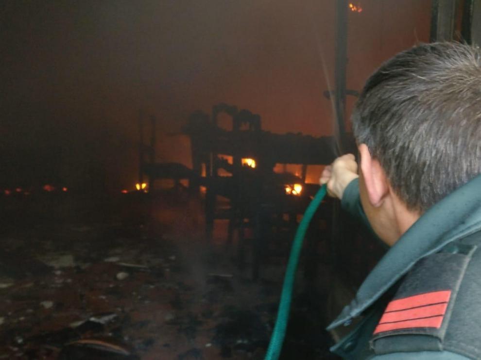 Un octogenario evacuado por una vivienda afectada por un incendio en Angüés