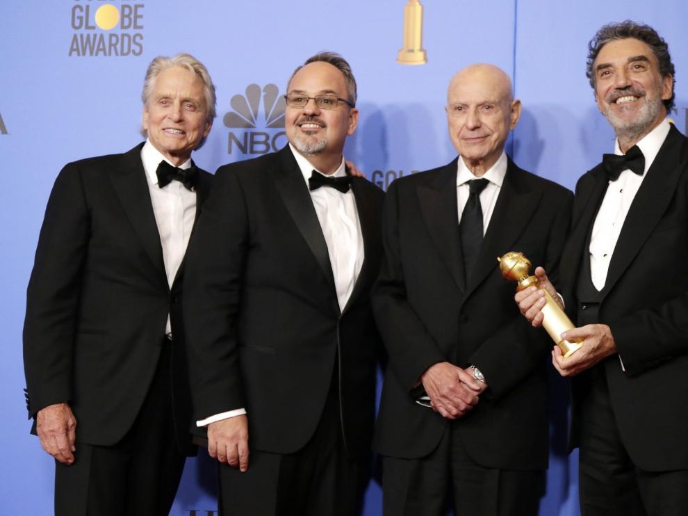 """TELEVISIÓN: Los Globos de Oro bendicen a """"El método Kominsky """" y despiden a """"The Americans"""""""