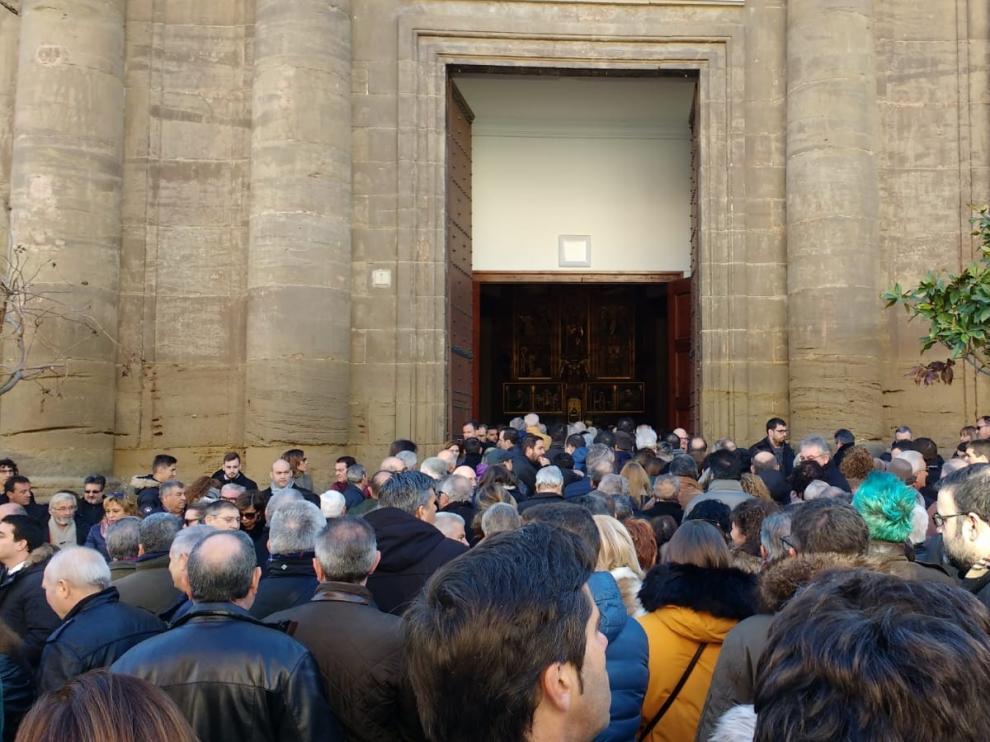 Emotivo y multitudinario funeral en Sariñena en la despedida de Antonio Torres