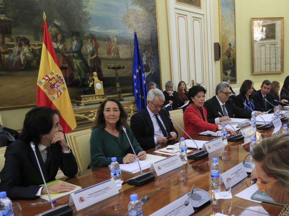 Celaá insta a una reforma educativa con consenso y el PP pide su retirada