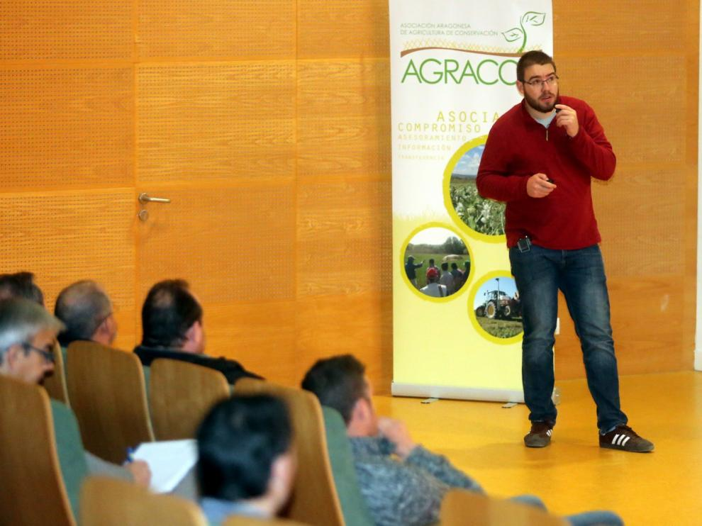 """Carlos Molina: """"Las horas de trabajo se reducen un 60% con la siembra directa"""""""