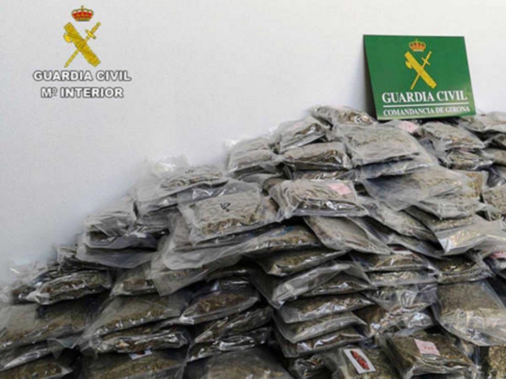 La Guardia Civil se incauta de 2.700 kilos de marihuana en Cataluña, el mayor alijo en España
