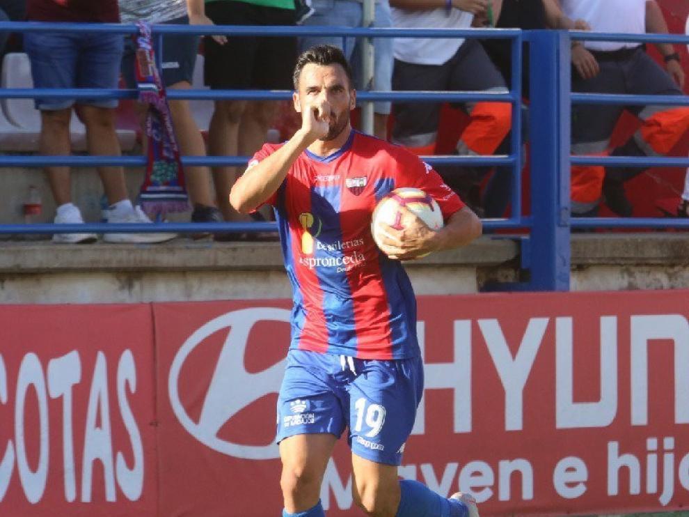 El Huesca negocia con Gallego un contrato de larga duración