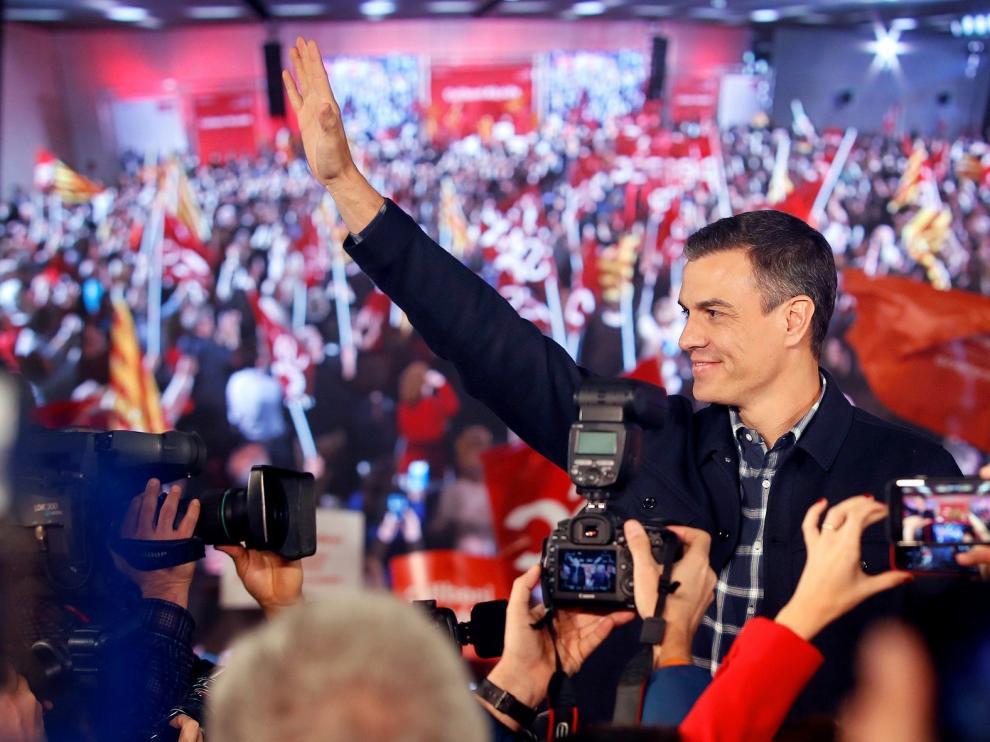 """Sánchez seguirá hasta 2020 y dice a PP y Cs que """"esperen sentados"""""""