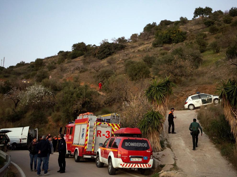 Siguen sin localizar al niño que cayó a un pozo en Málaga tras 17 horas de trabajos