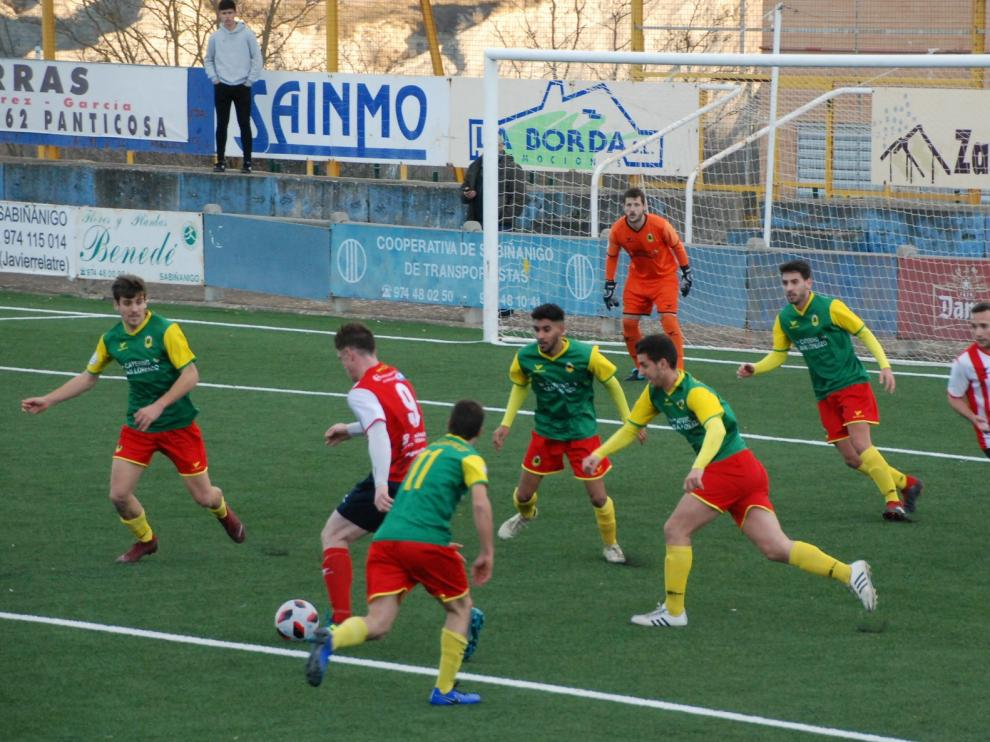 El Sabiñánigo gana dos meses después, sufriendo ante el San Lorenzo