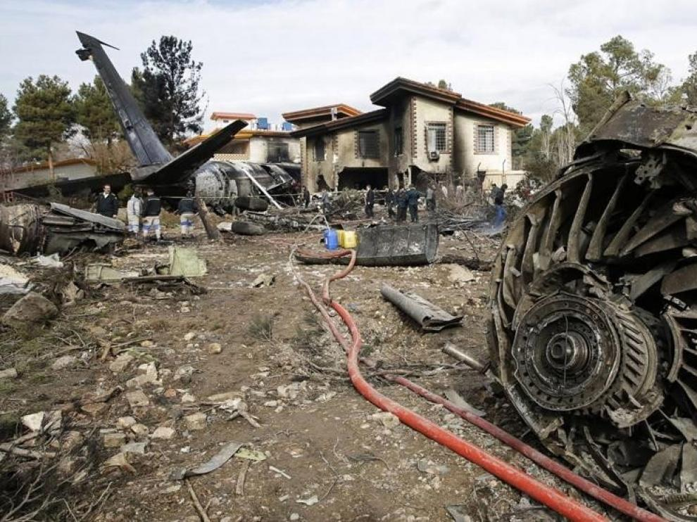 Al menos 7 muertos al estrellarse un avión de carga al oeste de Teherán