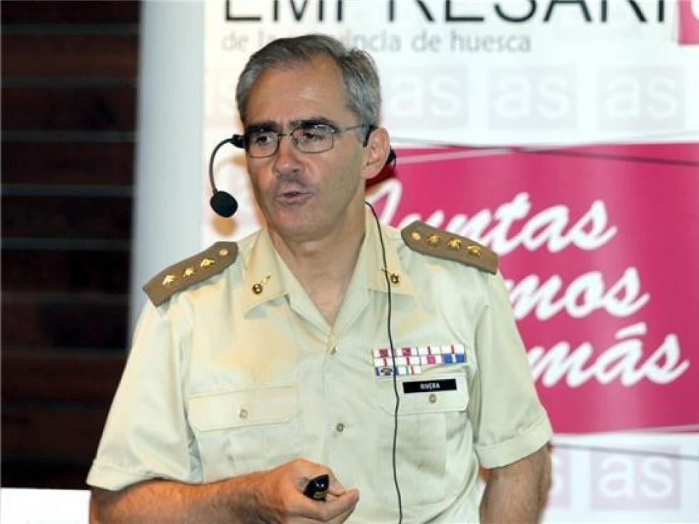 José María Rivera abordará en Barbastro el impacto de las Fuerzas Armadas