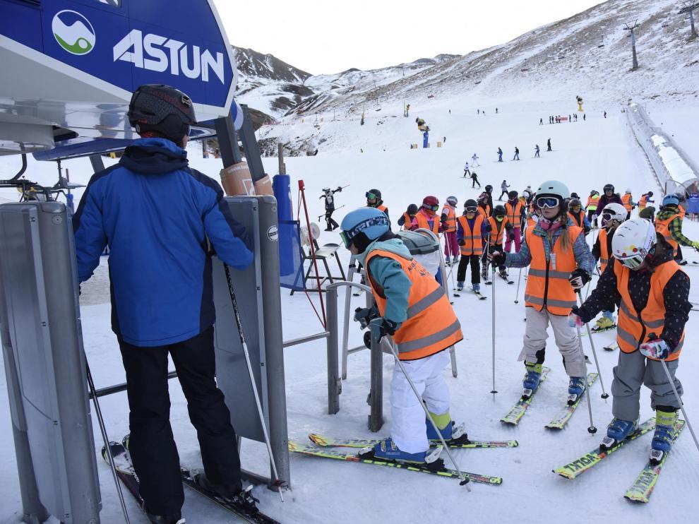 La Campaña de Esquí Escolar provincial llevará a disfrutar de la nieve a 3.200 jóvenes