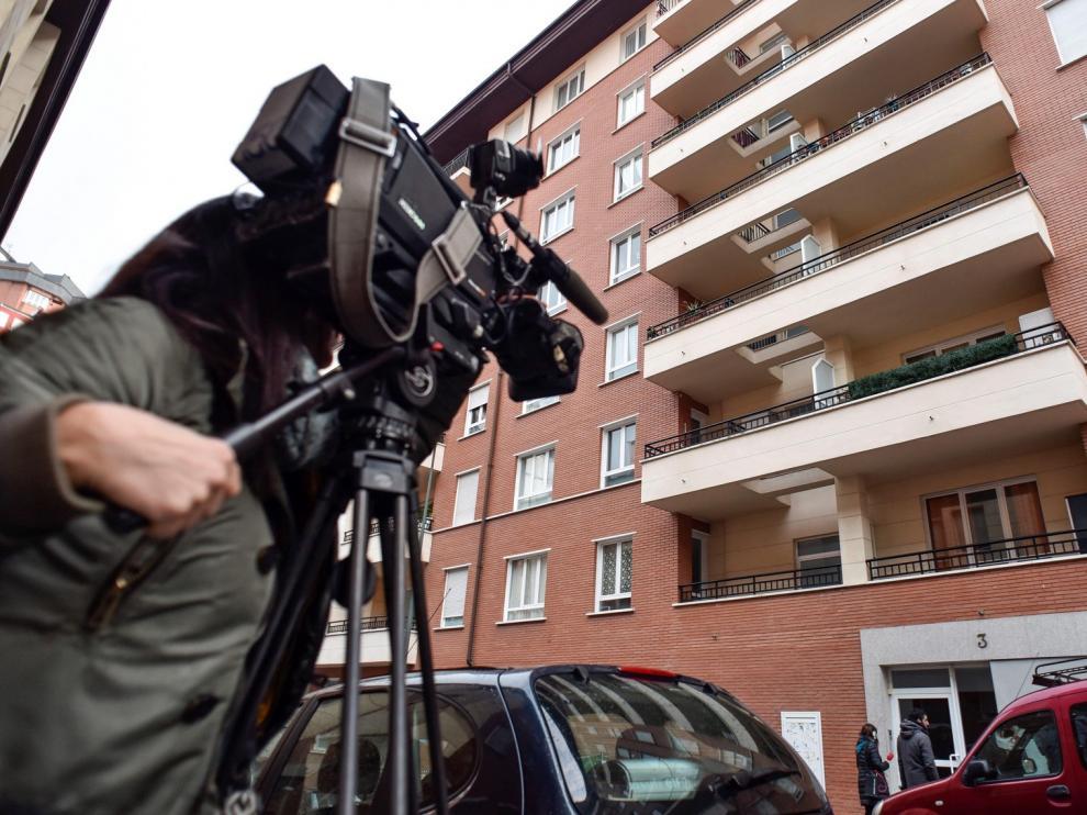 Hallan el cadáver de una niña y su madre en estado grave en su casa de Bilbao