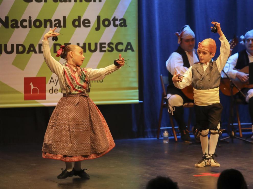 Huesca vibra con el folclore en el Certamen Nacional de Jota