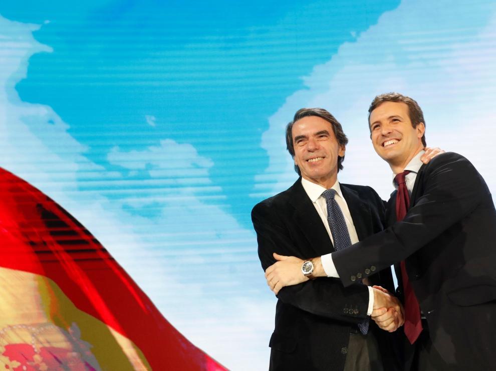 """Aznar vuelve al PP y proclama a Casado como el """"gran líder"""""""