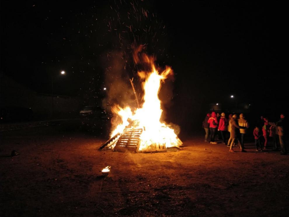 Lanaja honra a San Sebastián con fuego, música, deporte y roscón