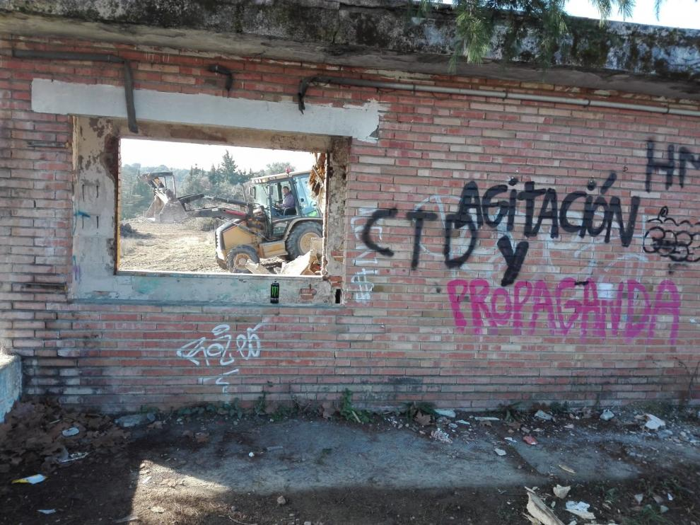 Comienza el derribo de las antiguas instalaciones deportivas de La Virgen del Plano