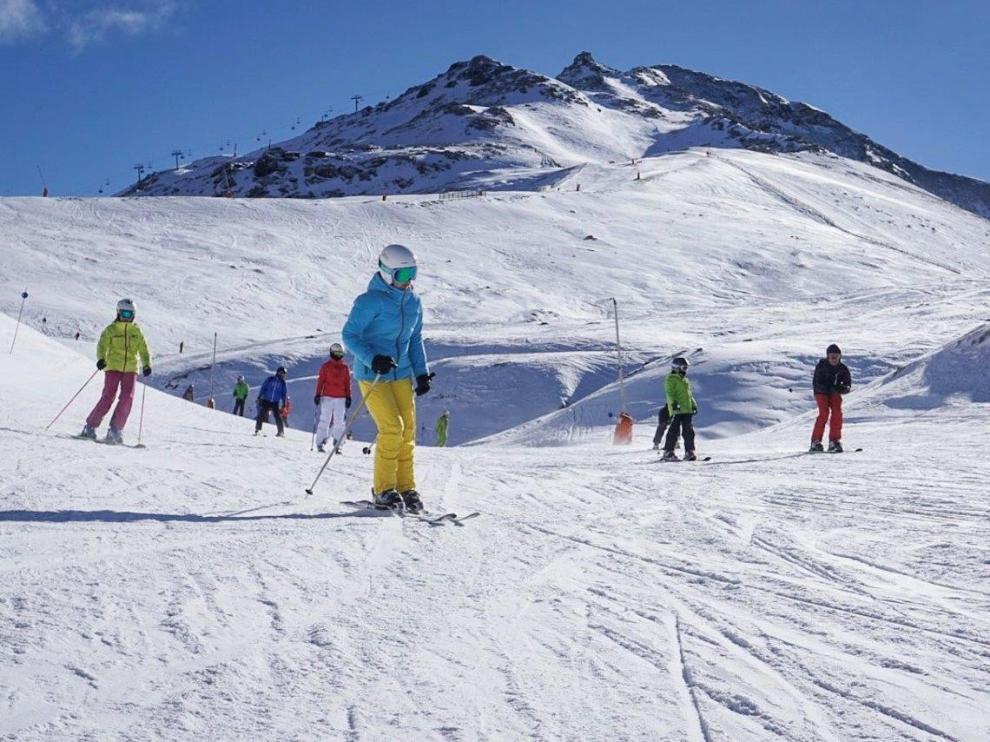 """La borrasca llega """"tímidamente"""" a las estaciones de esquí"""