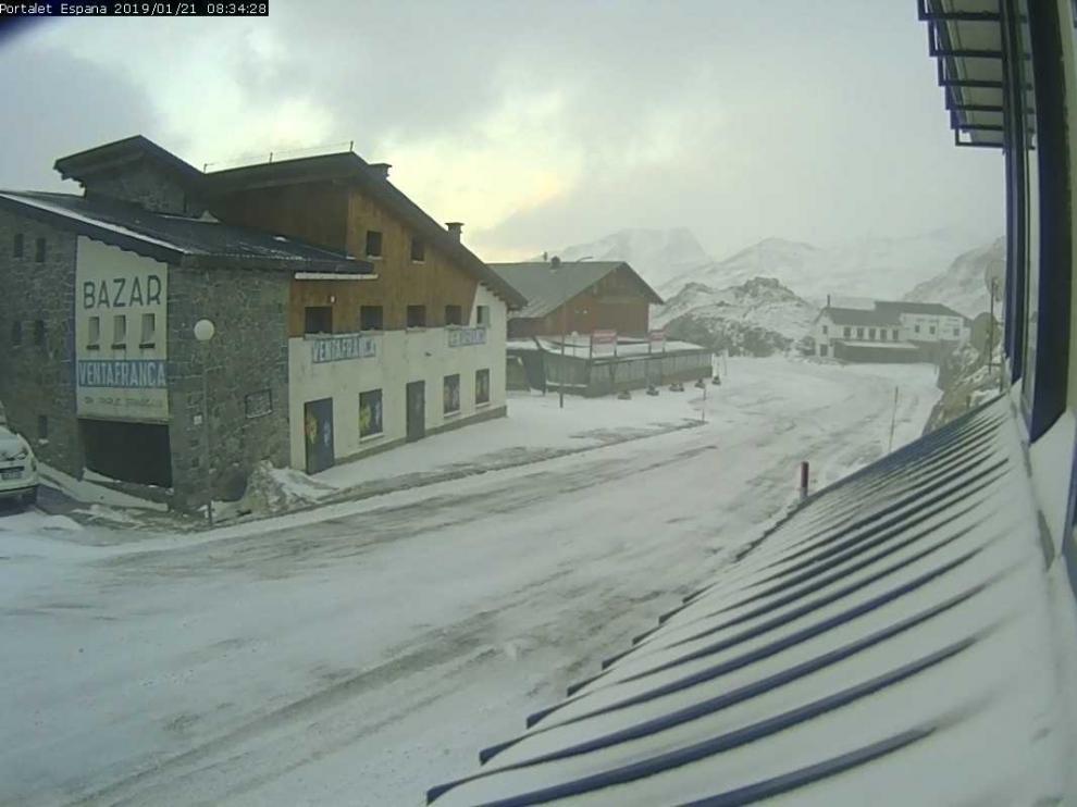 La nieve se hace notar en las carreteras de la provincia de Huesca