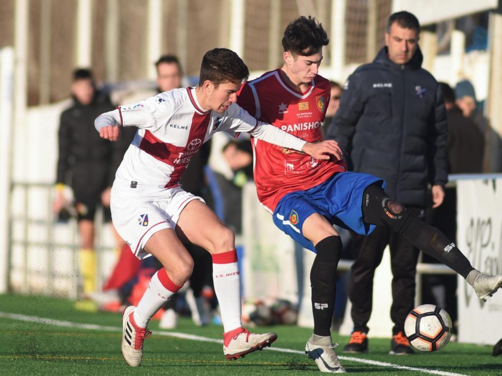El Huesca Juvenil golea y pone la directa a por el ascenso