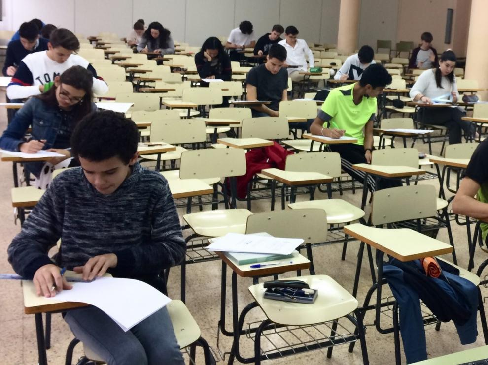 Veintinco alumnos del IES Lucas Mallada participan en la Olimpiada Matemática