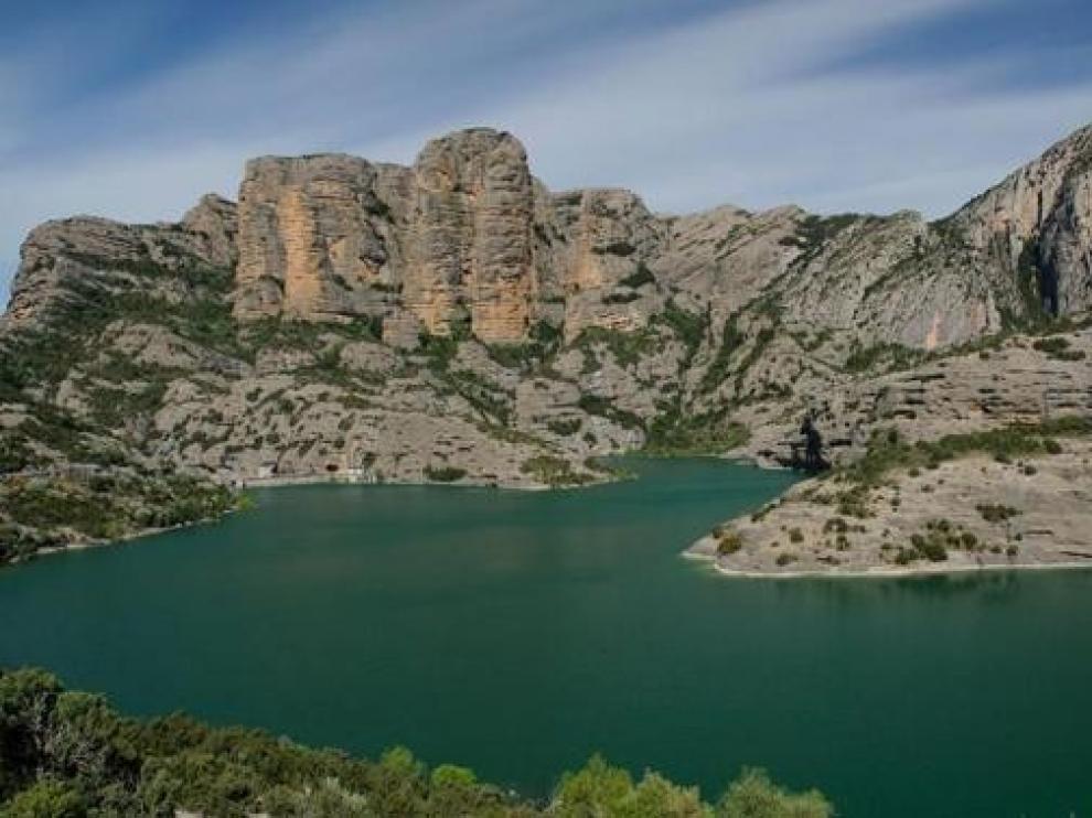 Los embalses del Ebro bajan sus reservas hasta el 65 por ciento